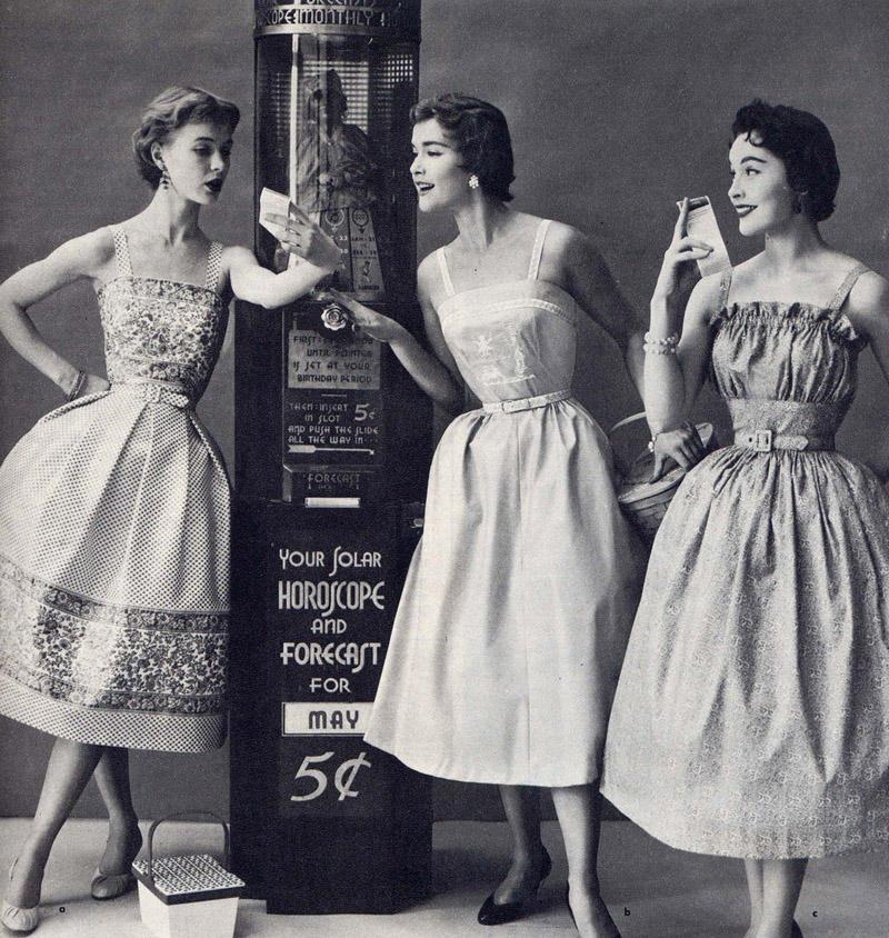 25. Чтобы соответствовать этим стандартам, женщины носили утягивающие корсеты, подкладывали ткань ил