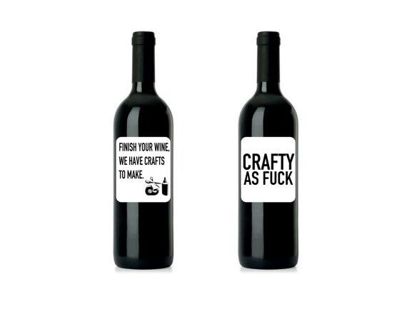 Ярлычки с надписями для винных бутылок.