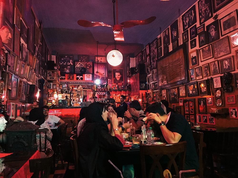 Кафе Gol-e Rezaieh в Тегеране. «70 лет Gol-e Rezaieh было тегеранским эквивалентом парижских Le Sele