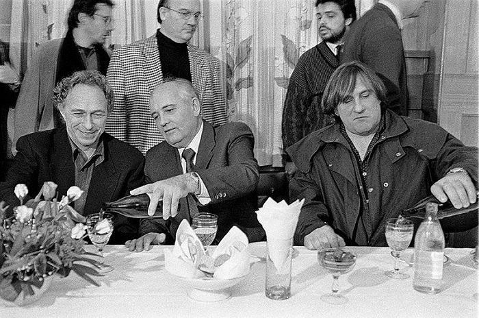 Горбачев уже не президент, Путин — еще не президент, 90-е годы.