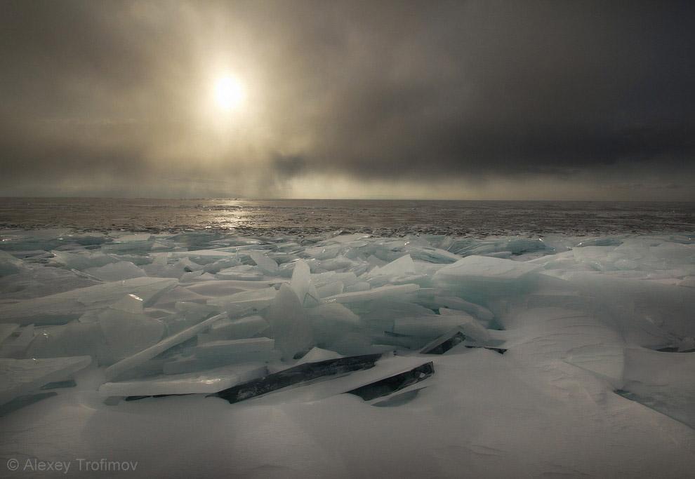 5. Есть на Байкале таинственный мыс Рытый. И лед у Рытого непростой. В некоторые годы — это адс