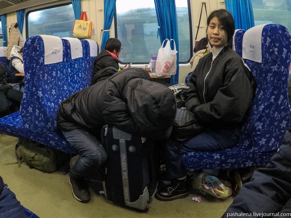Поздний вечер, ночь и раннее утро в поезде прошли ужасно. Сиденье оказалось действительно hard: не о