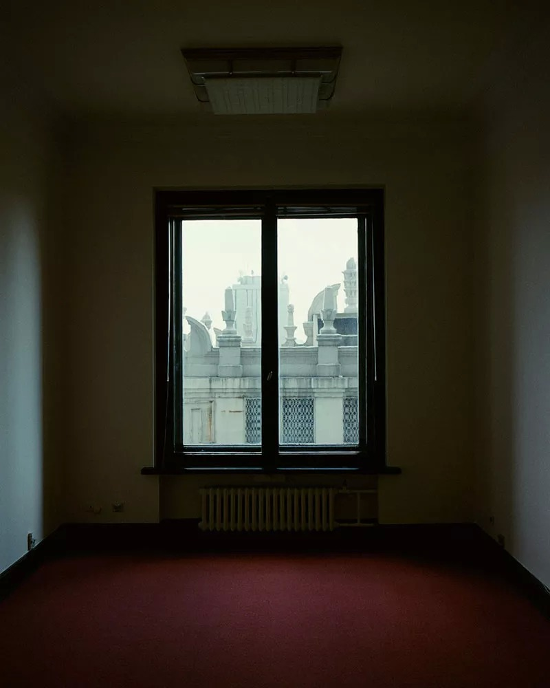 Фота смог сфотографировать вентиляцию Дворца, щитовые элементы, работников здания: архивиста, ремонт