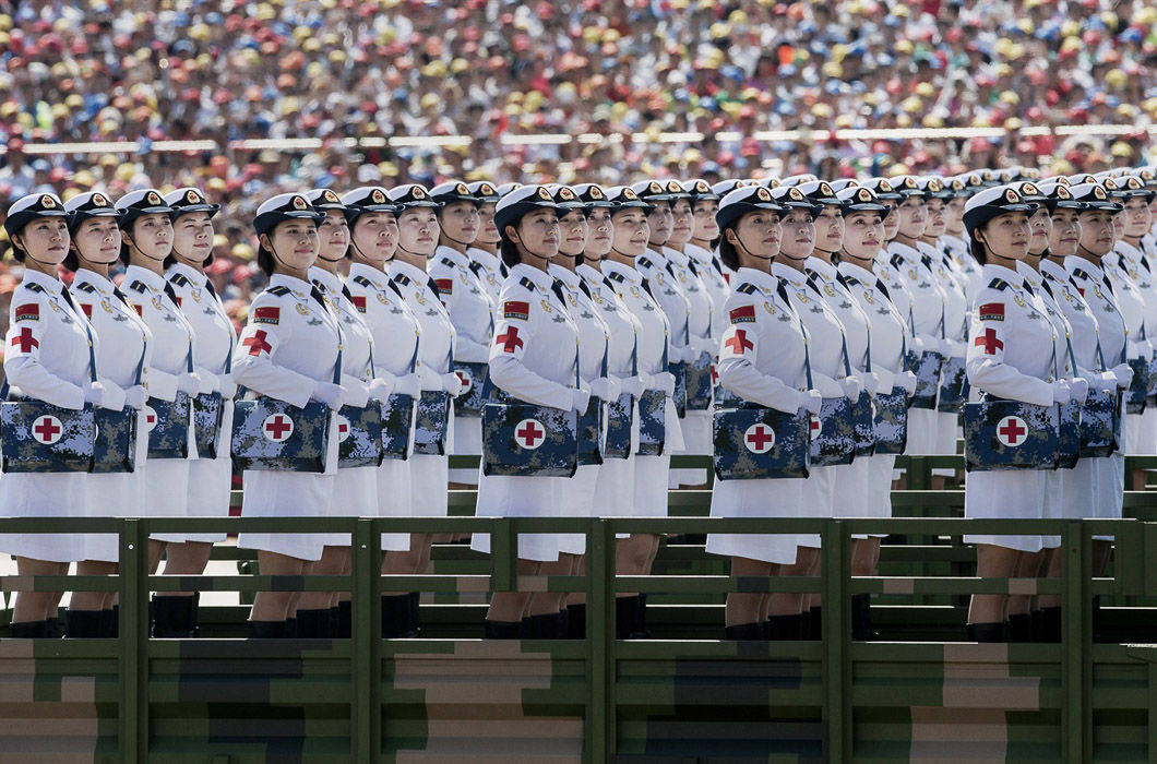 Военный парад на площади Тяньаньмэнь в Пекине.