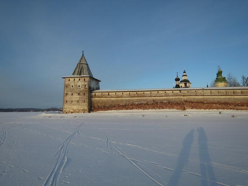 Кирилло-Белозерский монастырь. Свиточная башня и стены Успексого монастыря