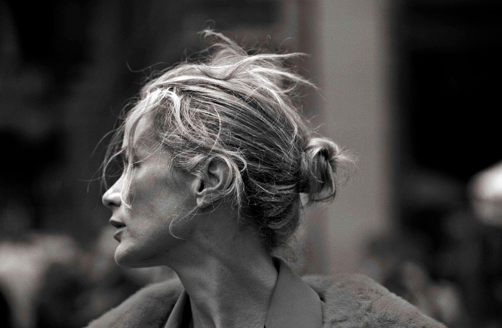 Carolyn Murphy - Walking by Peter Lindbergh - Vogue Italia october 2016