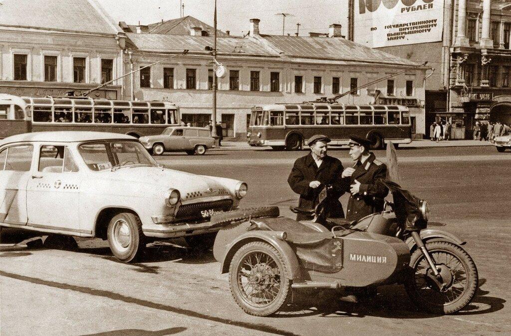 42365 На Ленинском проспекте кон. 60-х.jpg