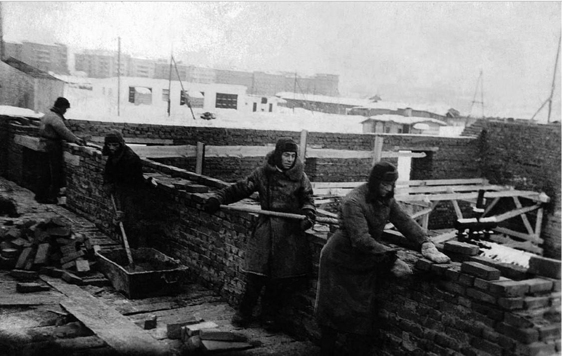 Строительство здания стройтехникума по улице Горького. 1930