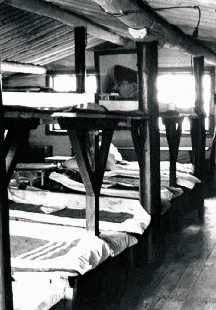 Лагерь трудармейцев. Жилой барак