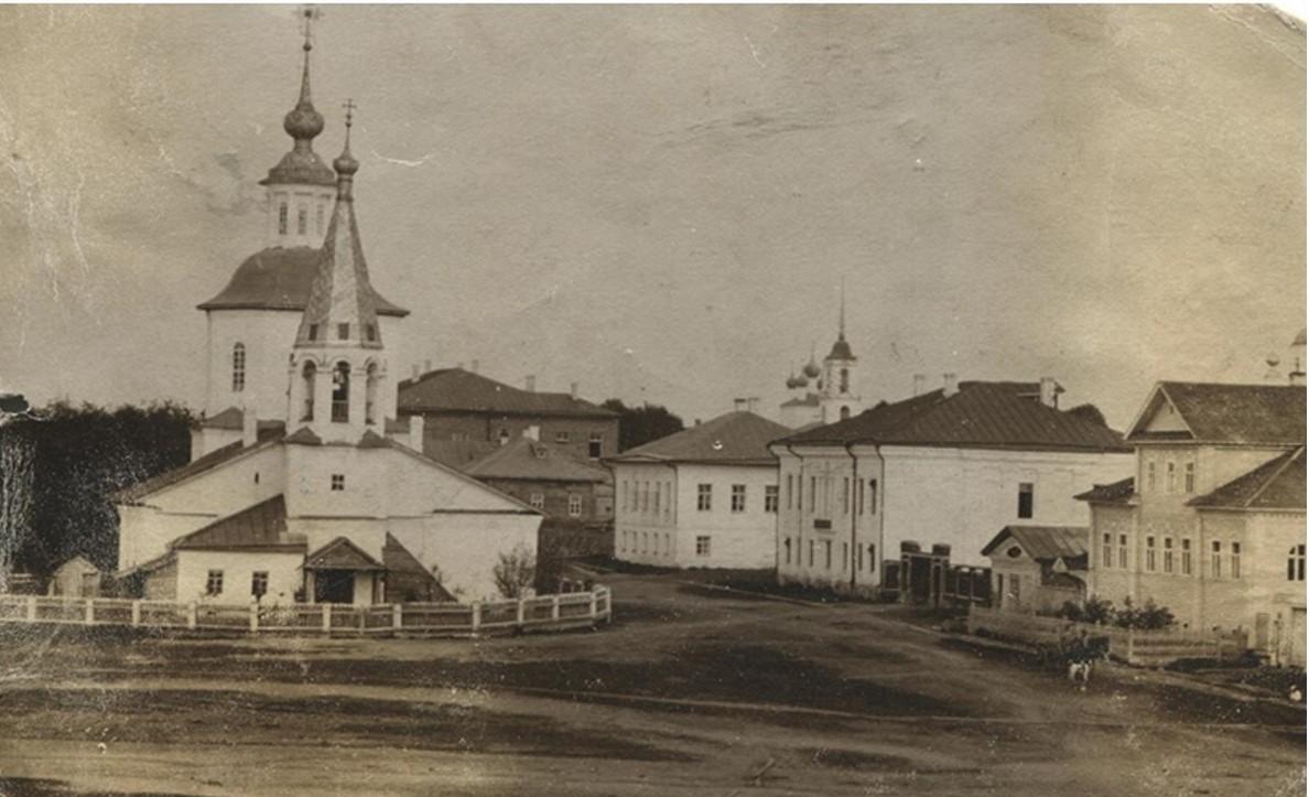 Церковь Иоанна Богослова  и здание земской управы
