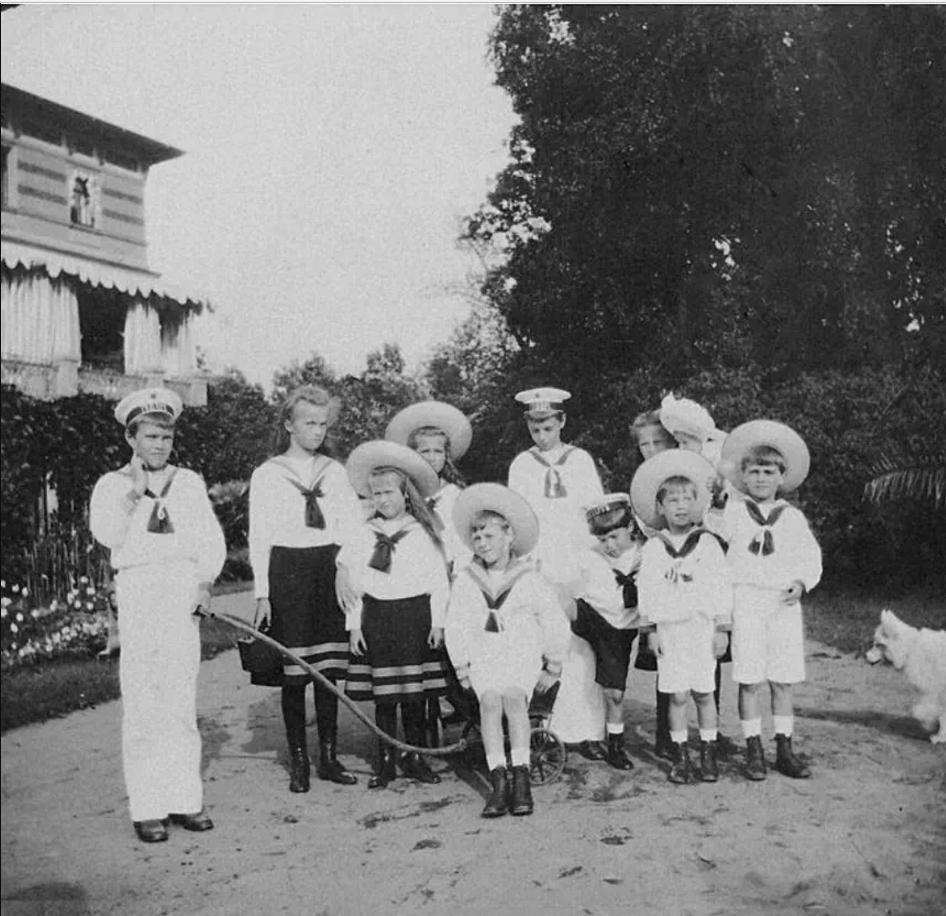 1908. Дети на Нижней даче