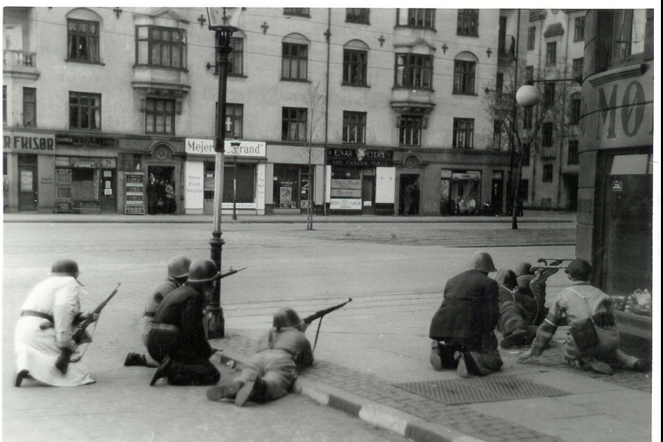 Freedom fighters at Strandboulevarden in Copenhagen. 5th May 1945  Flickr - Photo Sharing! – Yandex.jpg