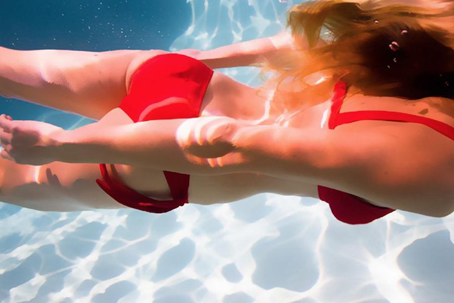 Лето, море и яркий купальник!