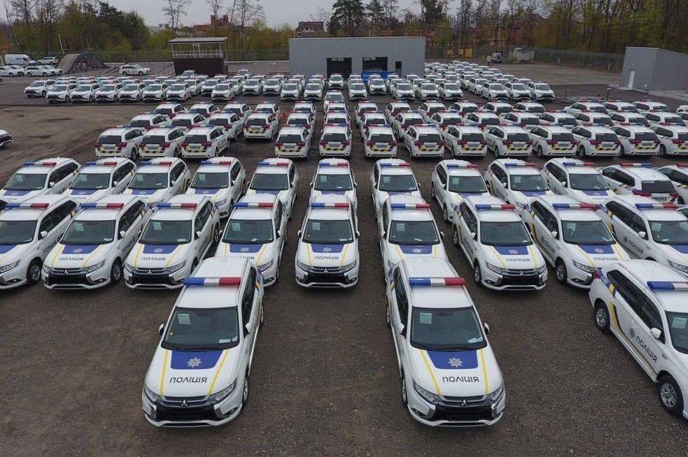 Автопарк украинской полиции пополнился 635 гибридными кроссоверами Mitsubishi