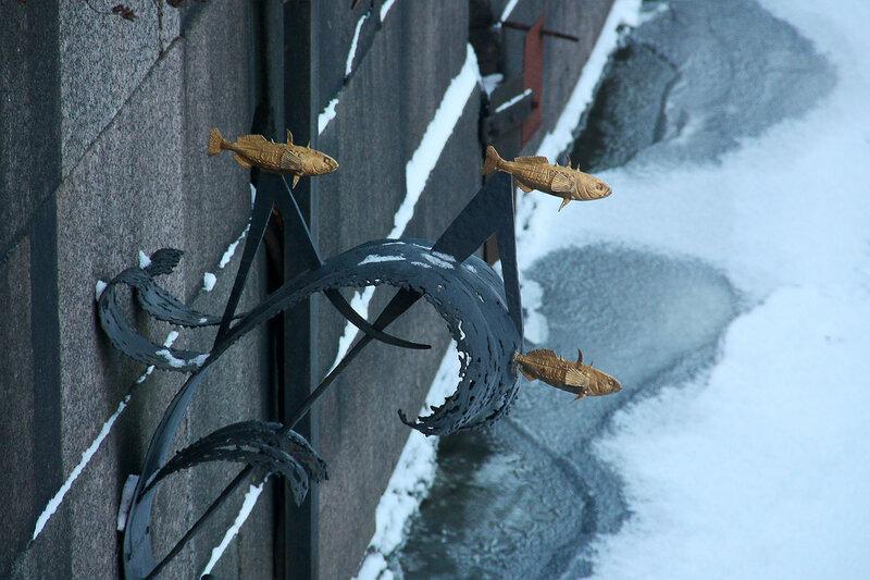 Памятник блокадной колюшке в Кронштадте