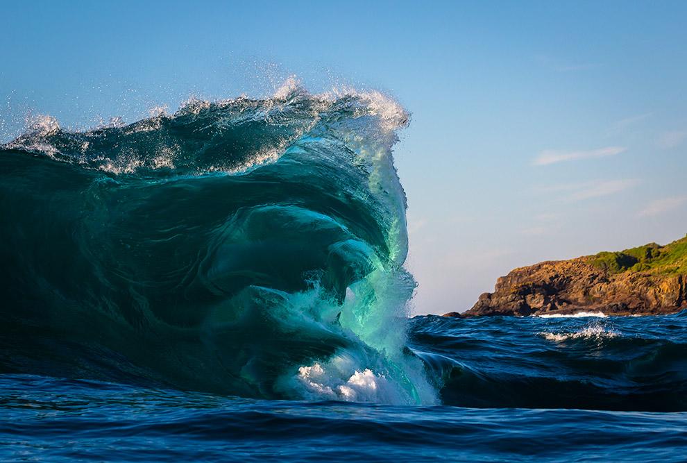 5. Когда ветер слабеет, высокие волны океана меняются рябью — низким волнением. Чем сильнее, дл