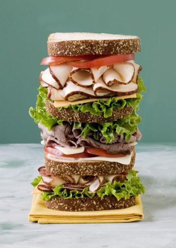 Им нужна опора. Позади этих аппетитных бутербродов скрывается произведение инженерного искусства, ко