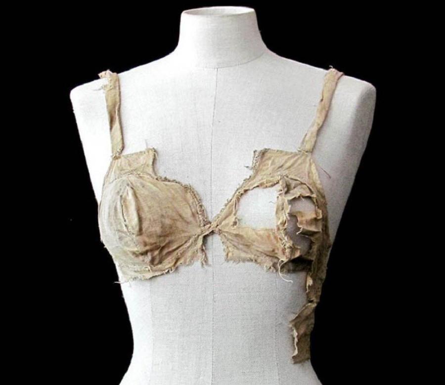 Самый старый бюстгальтер Самый старый бюстгальтер, возрастом около 500 лет, обнаружен в Австрии. Это