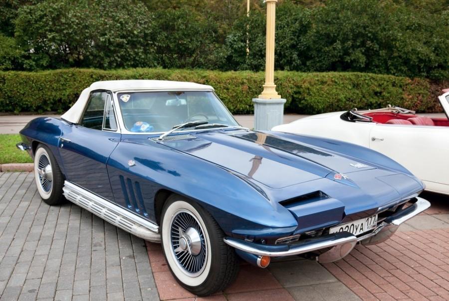 7. «Corvette Sting Ray»: годы выпуска с 1963 по 1967 Автомобили «Corvette» считаются легендой в исто