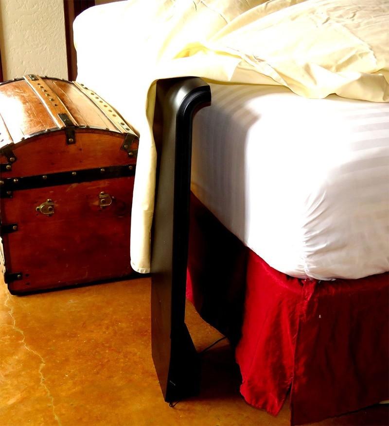 13. Прикроватный кондиционер Компактный кондиционер, который охладит кровать.