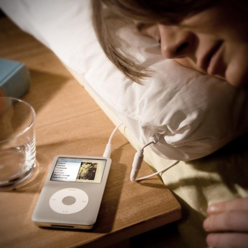 19. Подушка с динамиками Подушка, к которой можно подключить плеер и засыпать под любимую музыку.