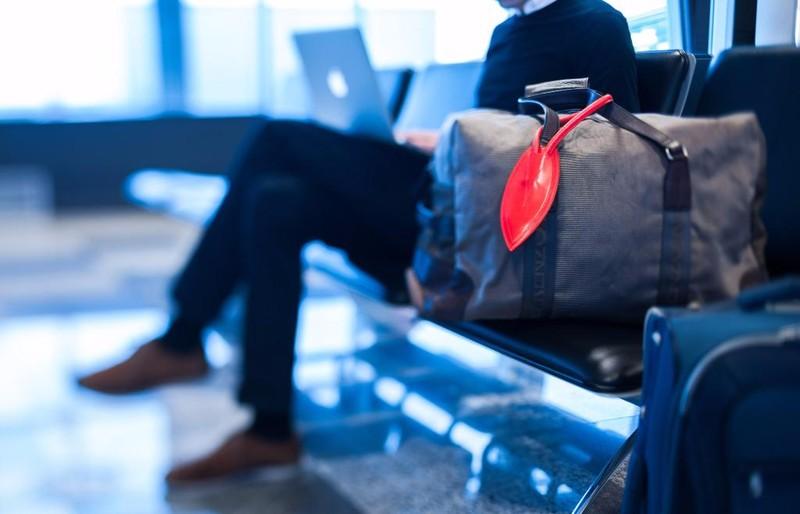 20. Бирка для поиска багажа Бирка со встроенным передатчиком Bluetooth, которая оповещает о том, что