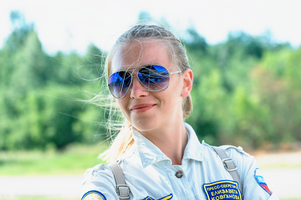 Пока не прилетели самолеты, красавица Лиза Ковганова, пресс-секретарь «Руси», была моей главной моде