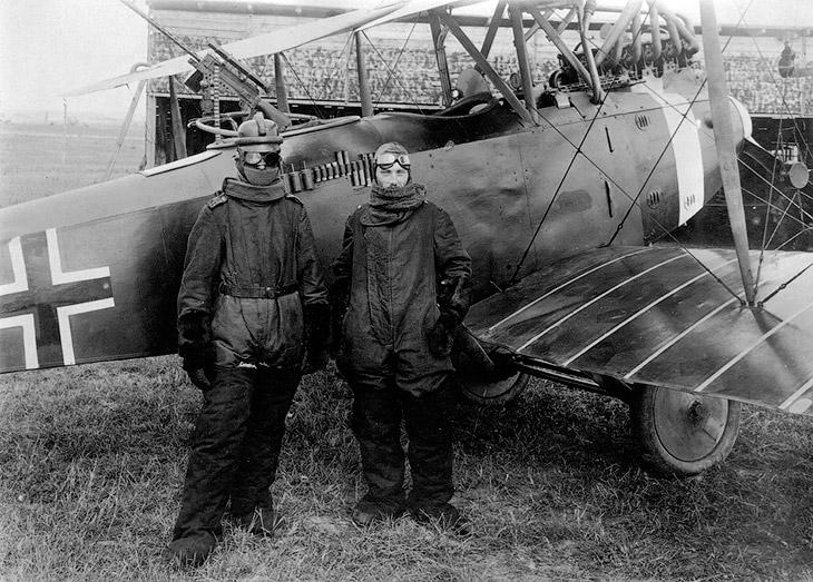 2. Двухместный французский истребитель-разведчик SPAD S.XVI, 1918 год. (Фото San Diego Air and Space