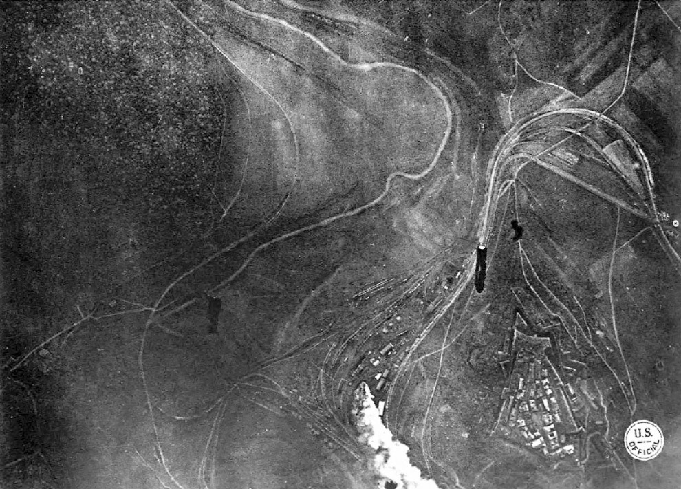 14. Сбитый немецкий самолет. (Фото Carola Eugster):