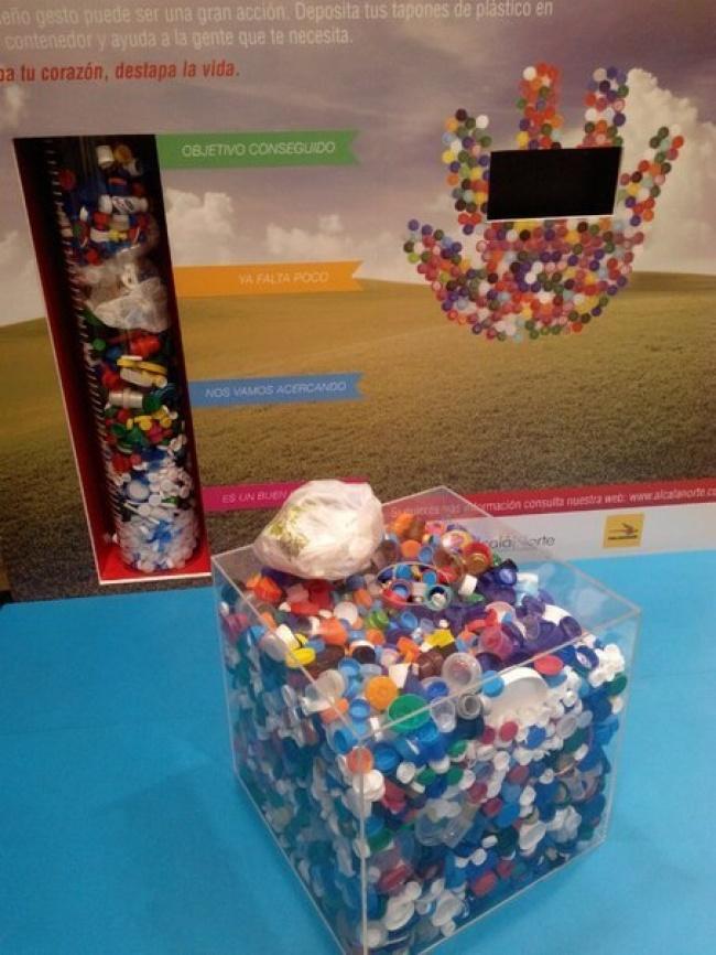 Как пластиковые крышечки спасают вИспании жизни (3 фото)