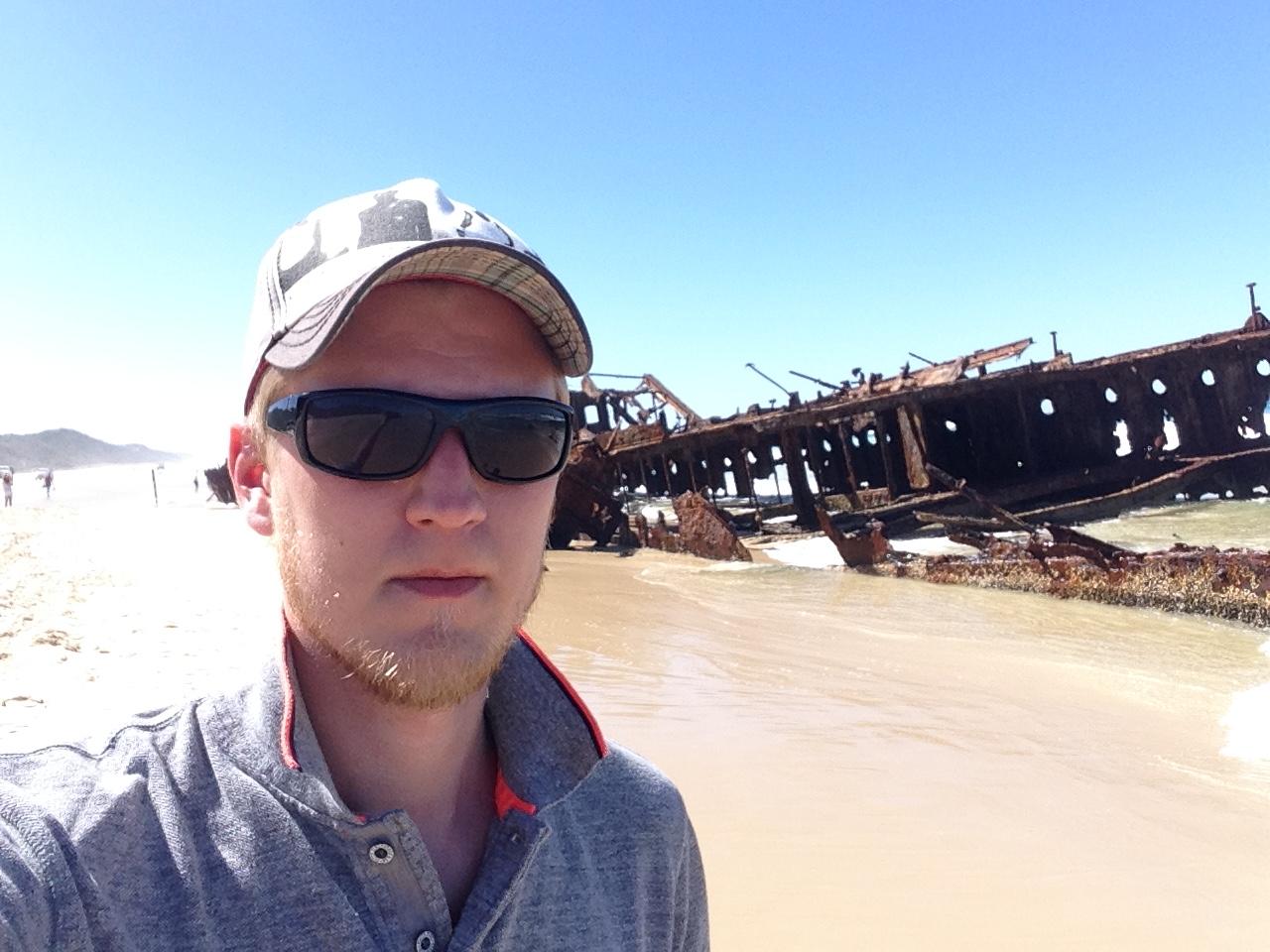 «Поехал посмотреть знаменитый корабль в Квинсленде. Он все еще на мели».