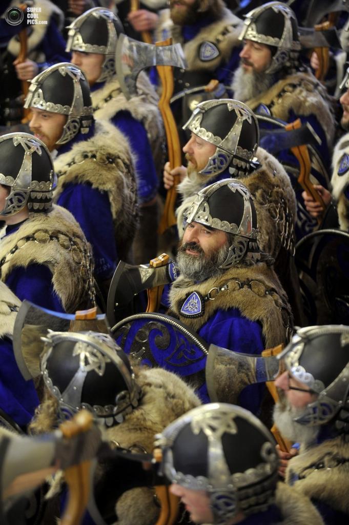 Плотные ряды участников фестиваля. (ANDY BUCHANAN/AFP/Getty Images)
