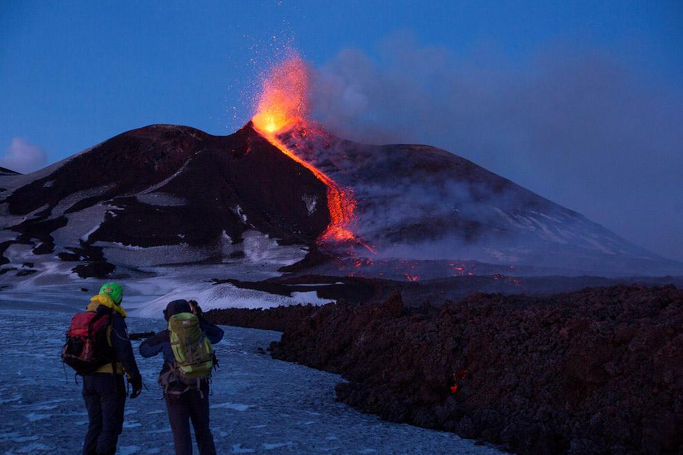 5. Скорость движения потока лавы может достигать нескольких метров в секунду. Температура лавы