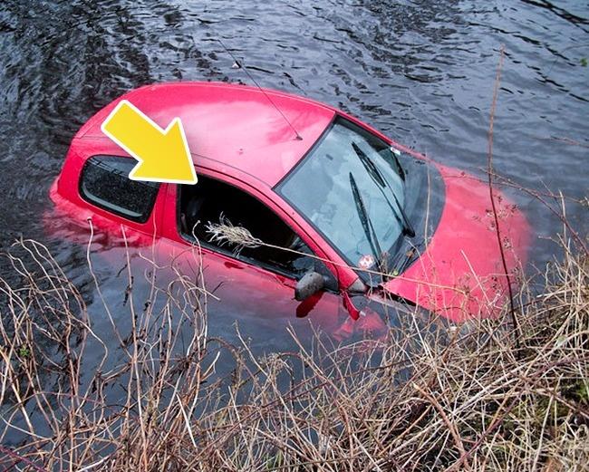 © geograph  Если машина тонет, нужно, недожидаясь, пока она погрузится под воду, открыть окно