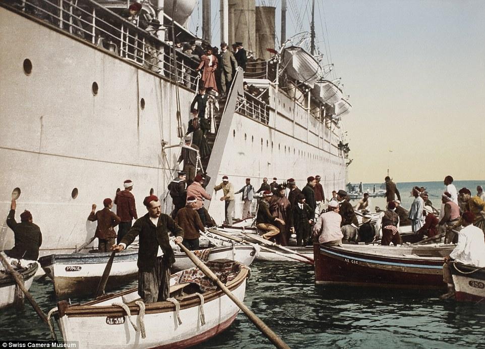 Портовые рабочие встречают круизное судно, Алжир, 1896.