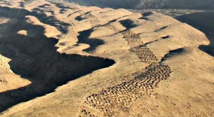 7. Отверстия в Писко Вблизи долины Писко были обнаружены тысячи конусообразных отверстий, вырезанных