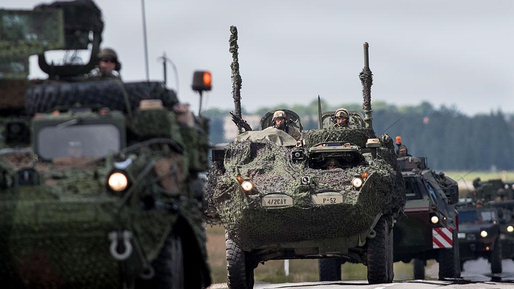 Батальон НАТО начал передвижение вЭстонию