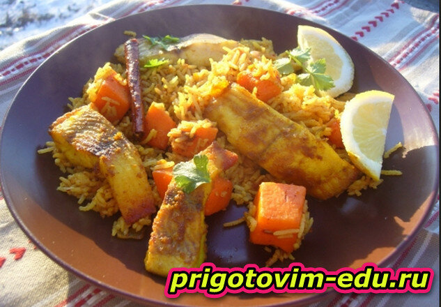 Жареный рис с рыбой и тыквой