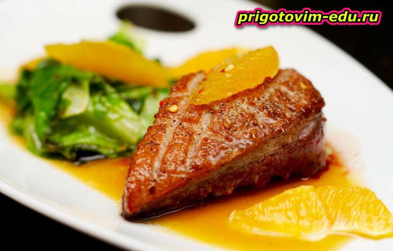 Жаренное свиное филе с грушами и эстрагоном