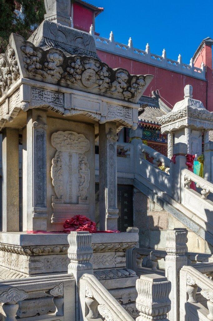Пагоды-сокровищницы, монастырь Лингуан, Бадачу