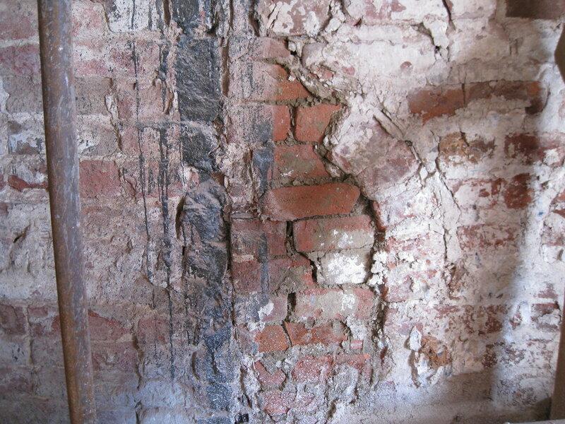 2. Следы ниши были выявлены после разборки поздней прикладки. Поваренный корпус 1570-х гг