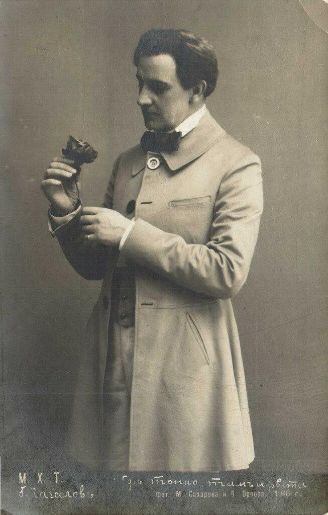 Известность пришла к Качалову, когда он в 1900 перешёл в московский Художественный театр К. С. Станиславского и Немировича-Данченко и стал одним из его ведущих актёров. Дебют в роли Берендея в «Снегурочке» по пьесе А. Н. Островского (1900).
