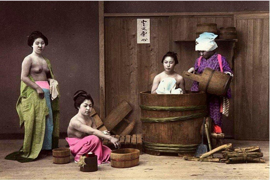 Женская баня японская онлайн, муж сосет у старого