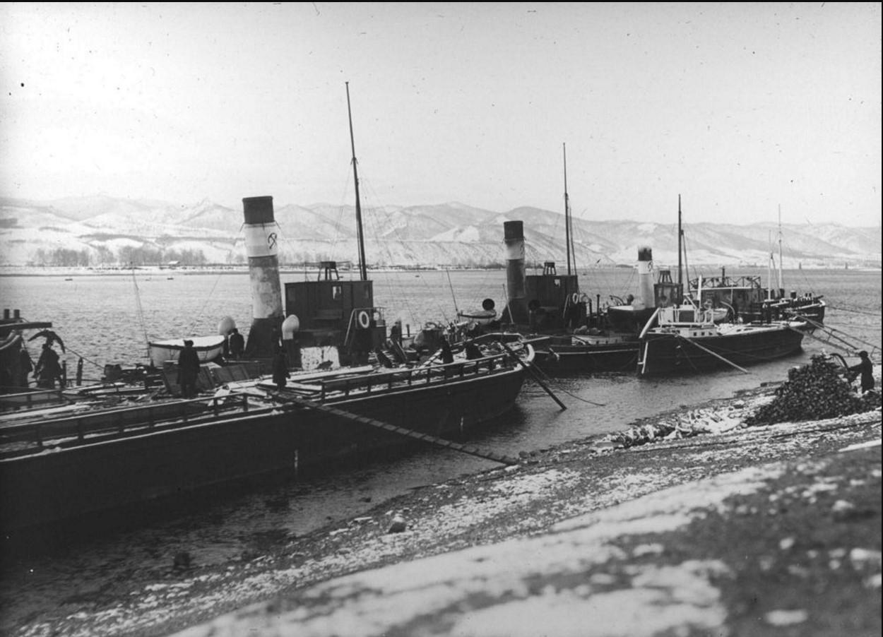 29 сентября - 12 октября 1914. Вид на пароходы, пришвартованные у берега г. Красноярска