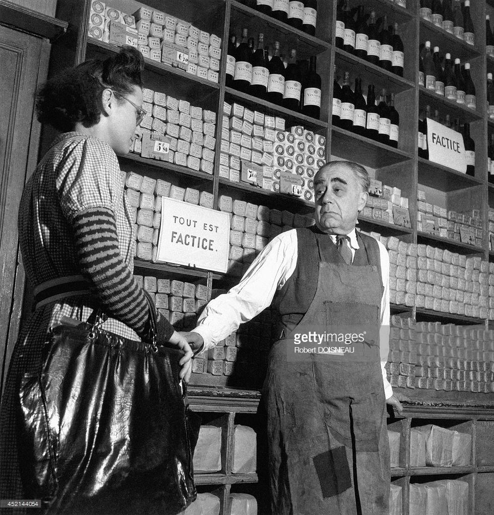 1942. Магазин, продающий редкие во время войны продукты питания, Париж