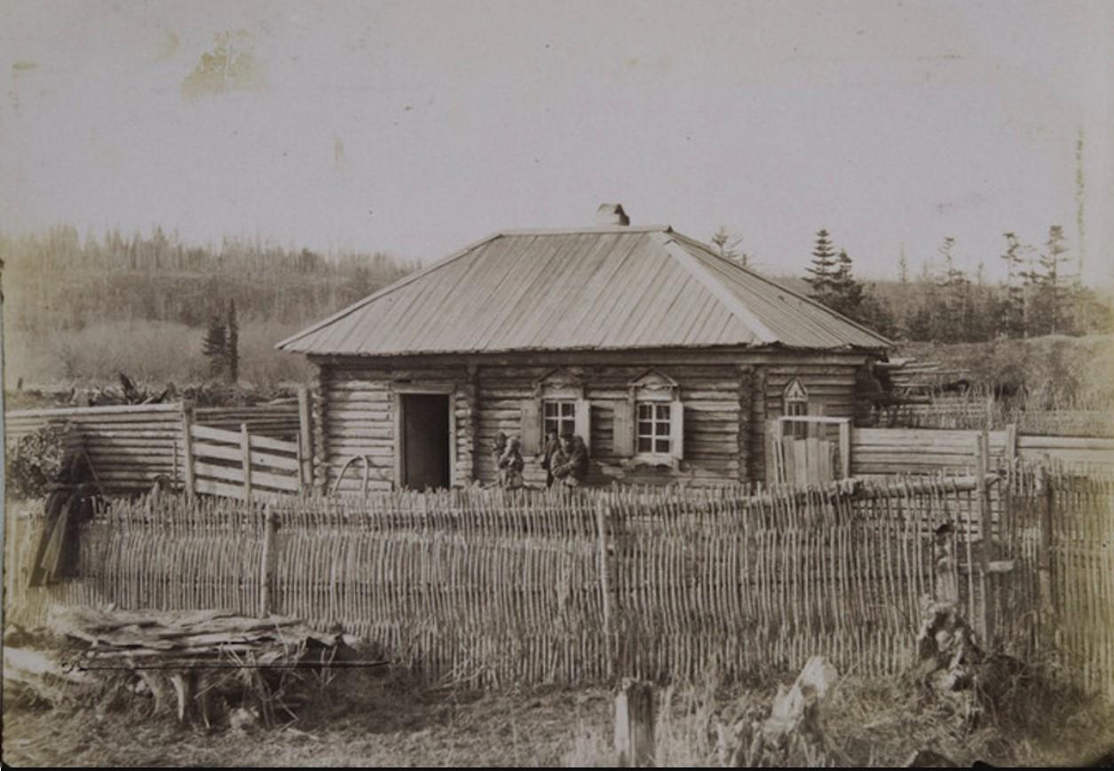 11. Сахалин. Поселок Корсаковский. Изба поселенца в деревне Соловьевка