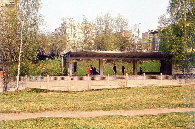 Западный вестибюль метро Багратионовская. 1984.jpg