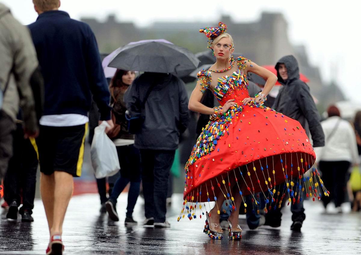 Ну и что, что я выгляжу странно: Британская модница на улице Лондона