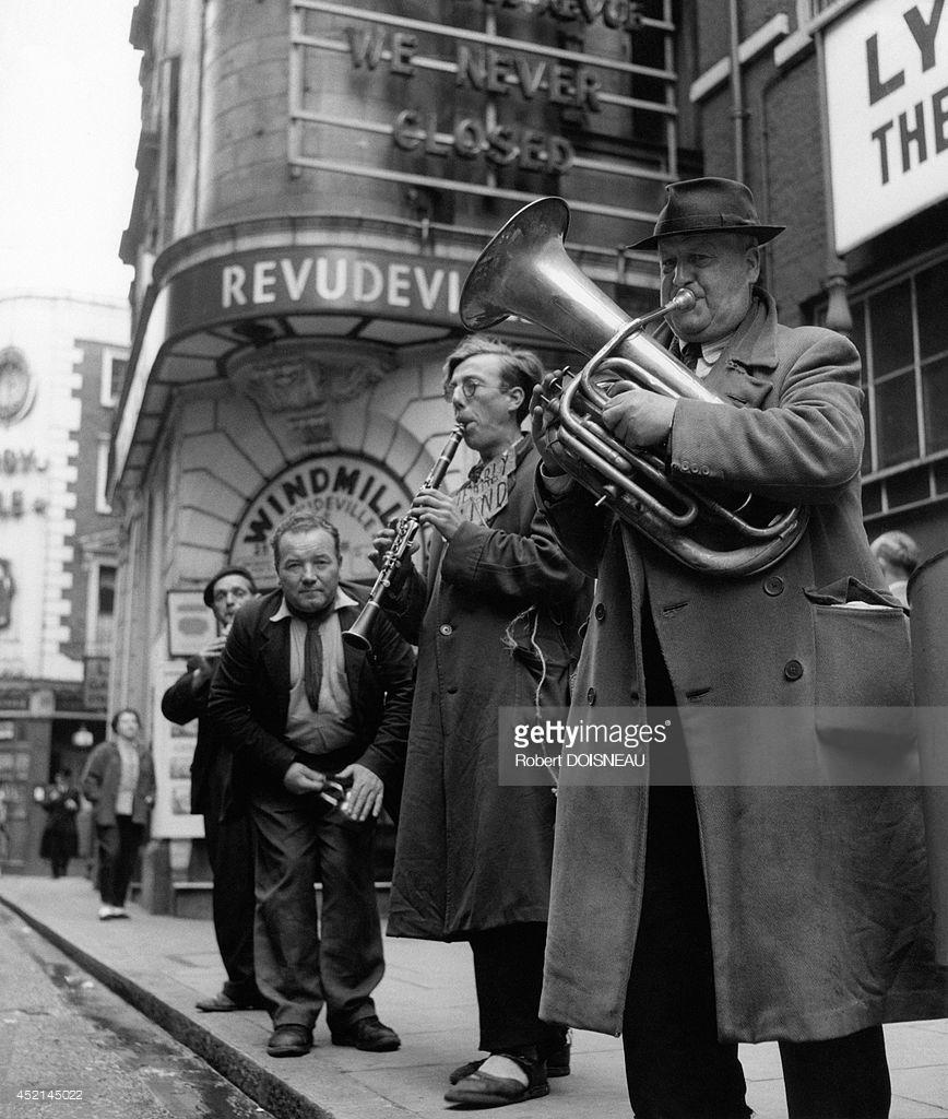 1956. Уличные музыканты в Лондоне