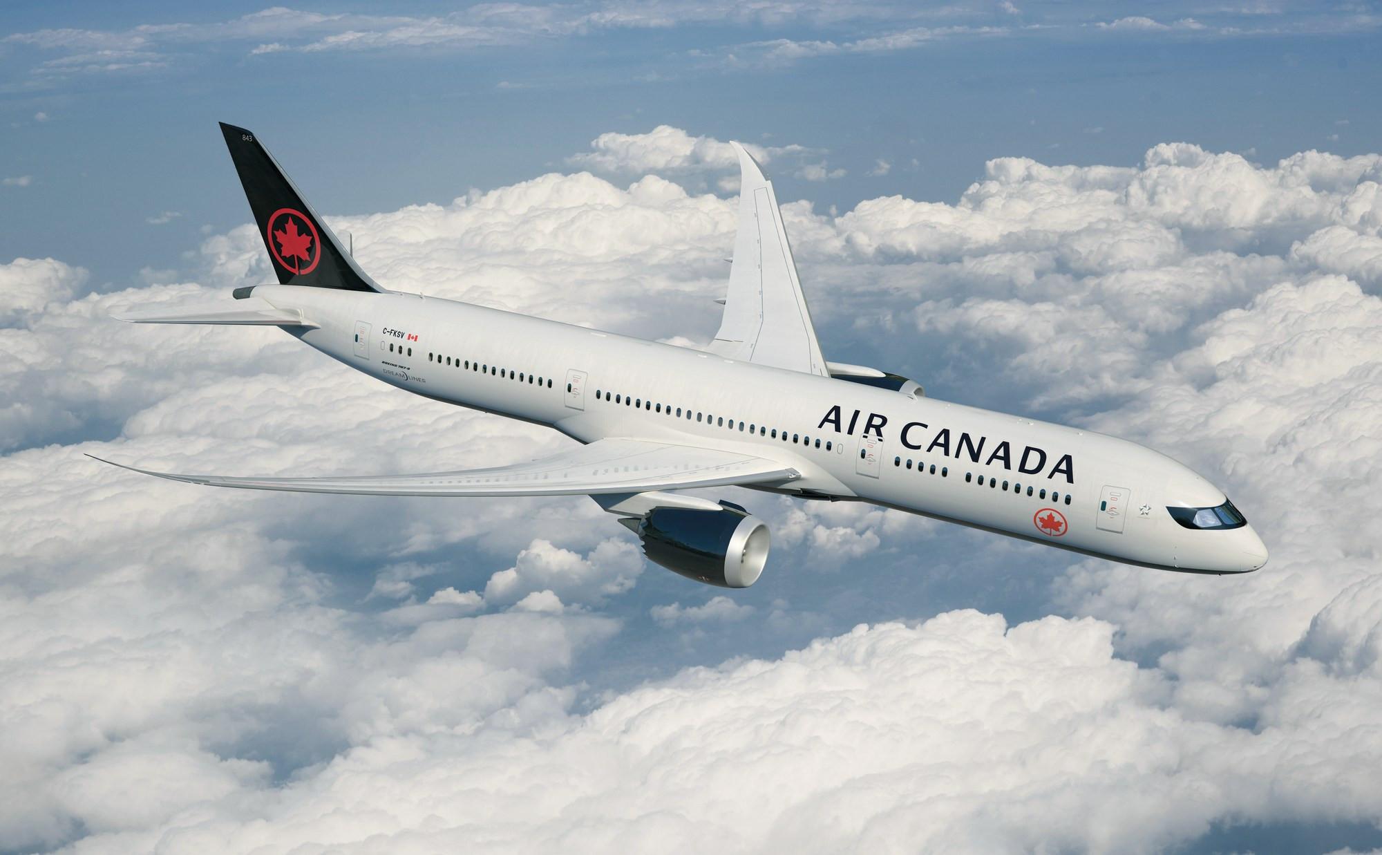 Boeing Air Canada вернулся вТоронто из-за трех пострадавших отсильной турбулентности